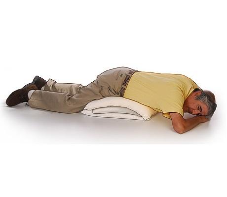 خوابیدن بر روی شکم با یک بالش در زیر شکم
