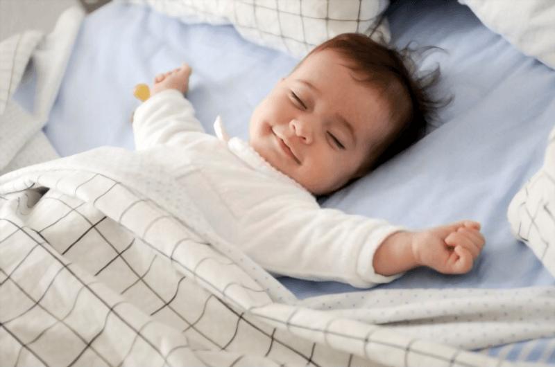 لبخند نوزادان در خواب